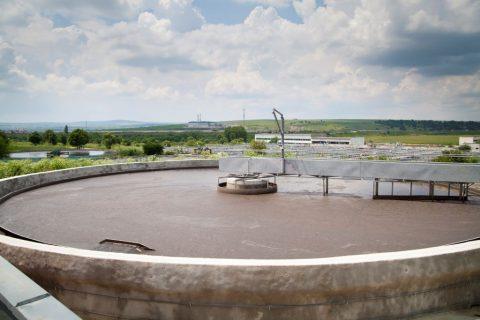Για την επεξεργασία αστικών λυμάτων, η εταιρεία αναλαμβάνει την κατασκευή βιολογικών καθαρισμών και την κατασκευή μονάδων compact λυμάτων.